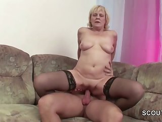 Son seduce milf mom to fuck her