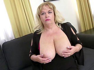 Big breasted mature lady has cought an young dick