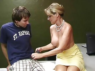 Mature mother getting a cumshot