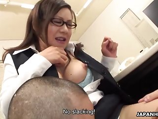 Lady Shino getting her tote and enjoy