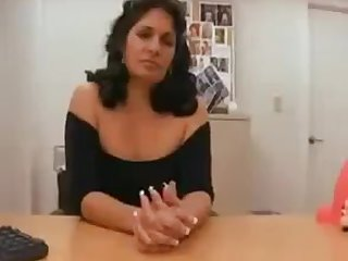 HELLO MADURONA NO ESCRITORIO METE