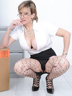 16 of lady sonia secretary