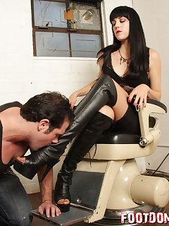 <!–-IMAGE_COUNT-–> of Mistress O loves submission from her boot slave
